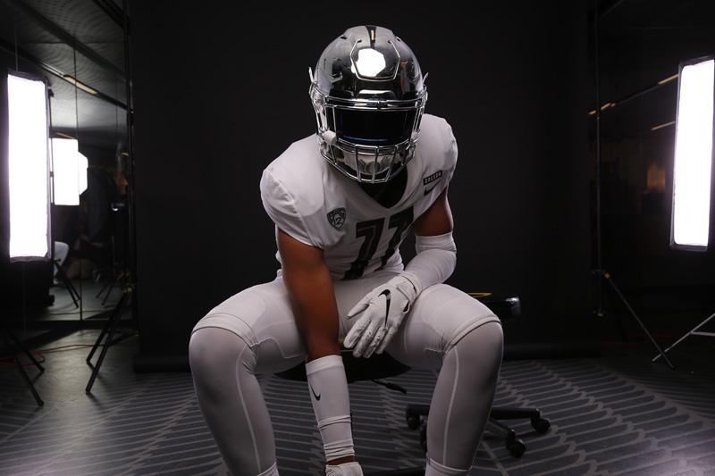 Oregon Linebacker Jaden Navarette